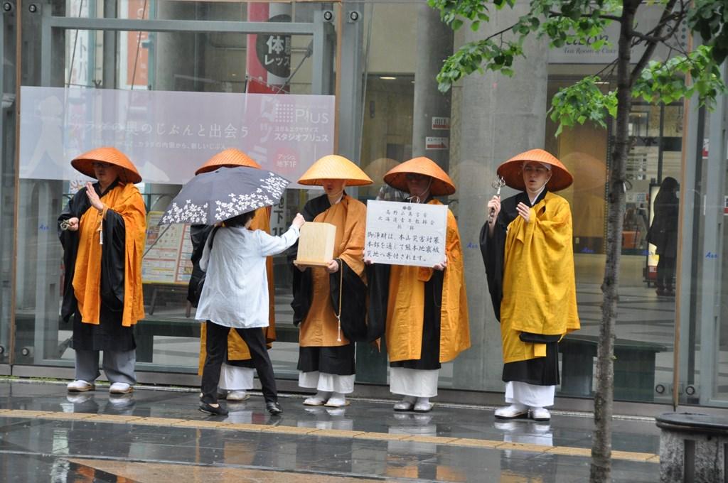 熊本地震義捐金托鉢