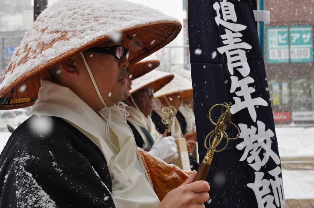 北海道青年教師会 寒行托鉢